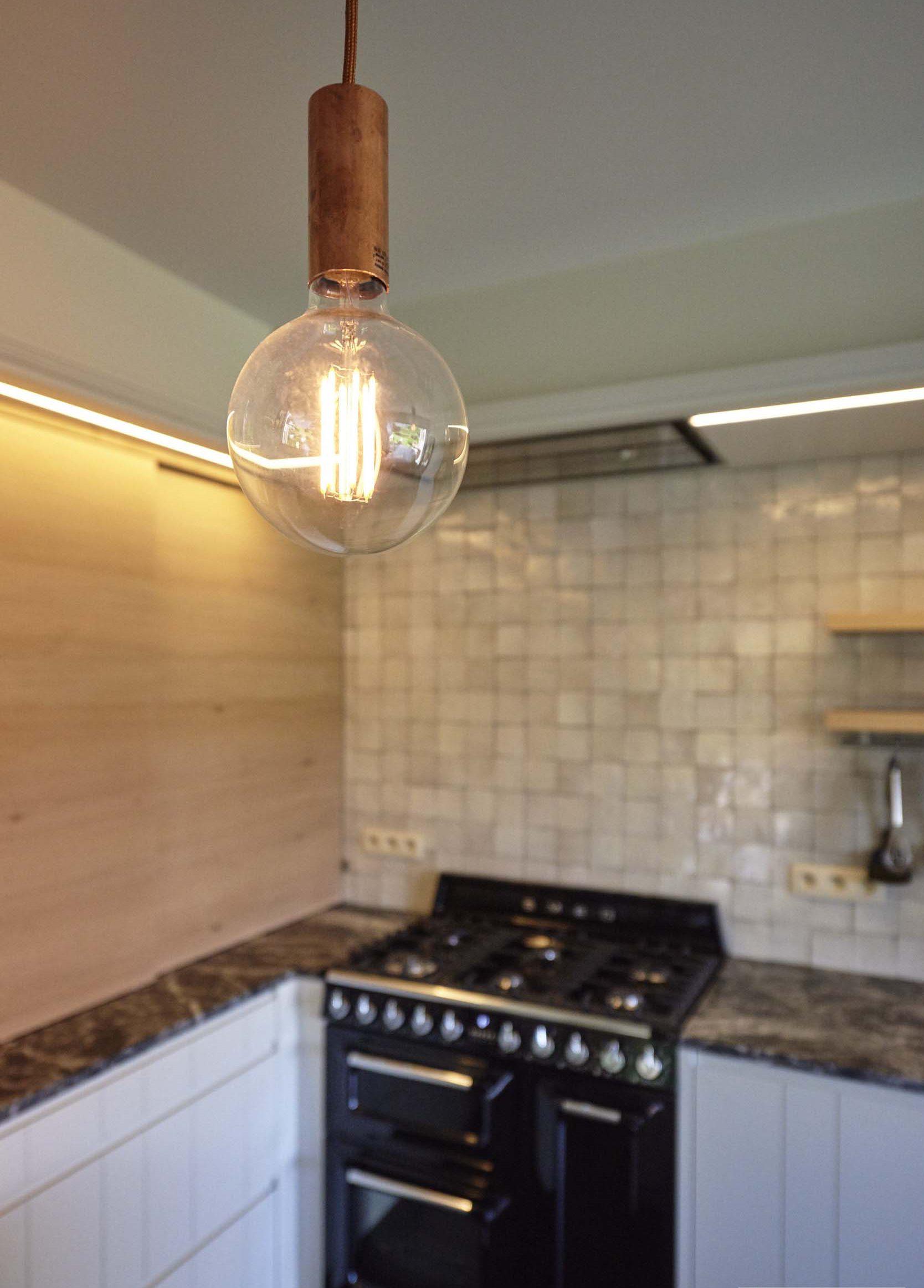 Vanda-projects-interieurinrichting-meubelmakerij-oost-vlaanderen-dumoulin-lamp