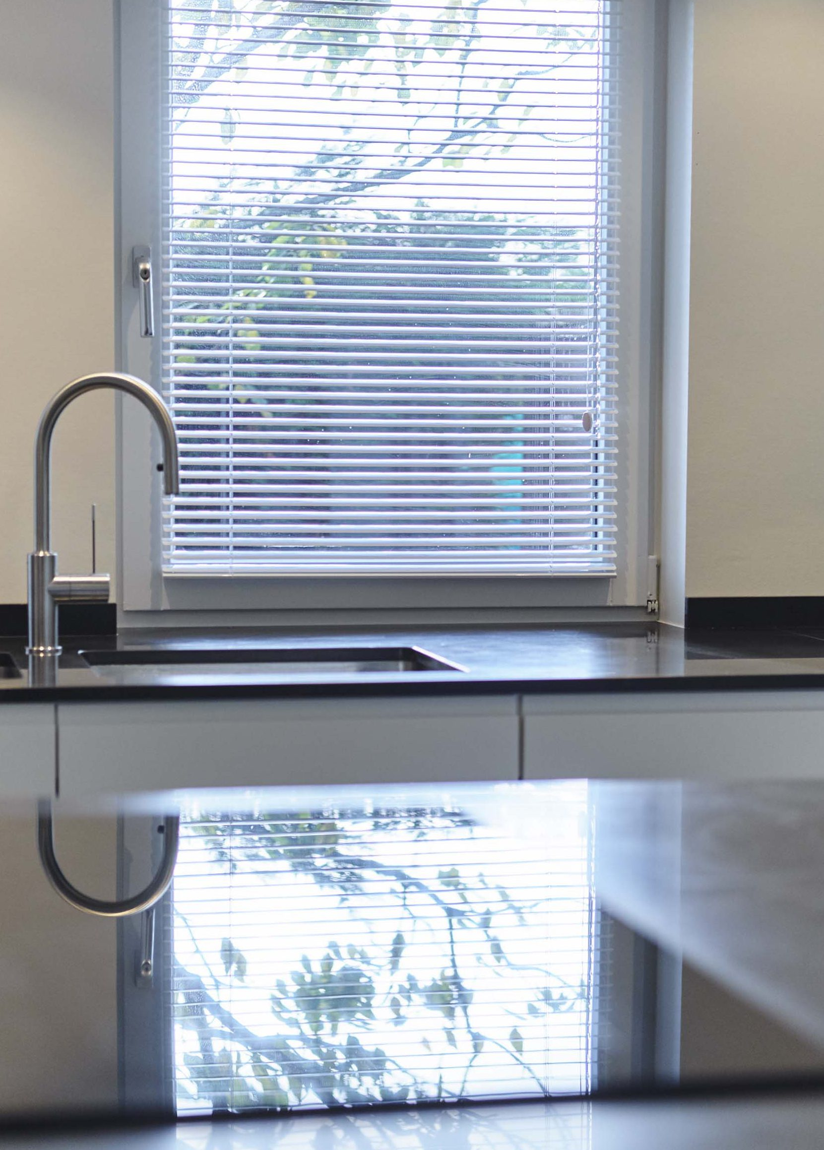 Vanda-projects-interieurinrichting-meubelmakerij-oost-vlaanderen-riem-keuken-licht