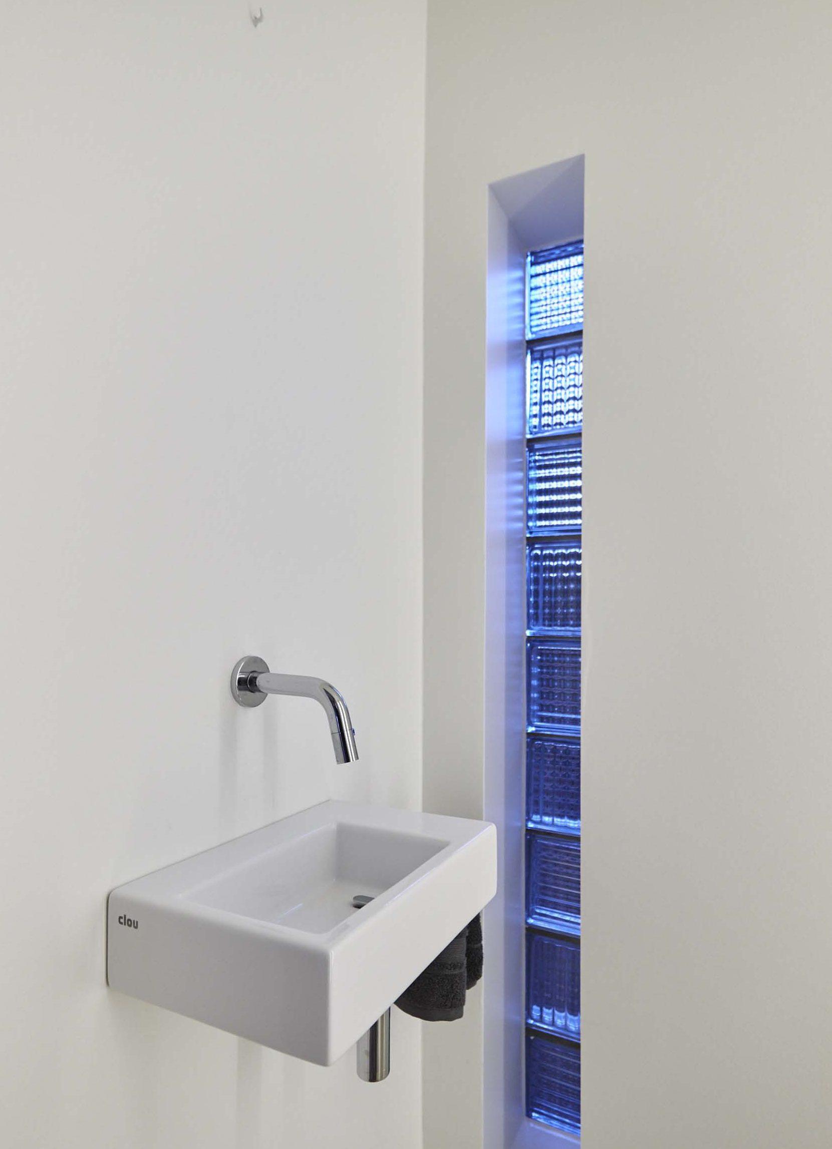 Vanda-projects-interieurinrichting-meubelmakerij-oost-vlaanderen-riem-toilet-wasbak