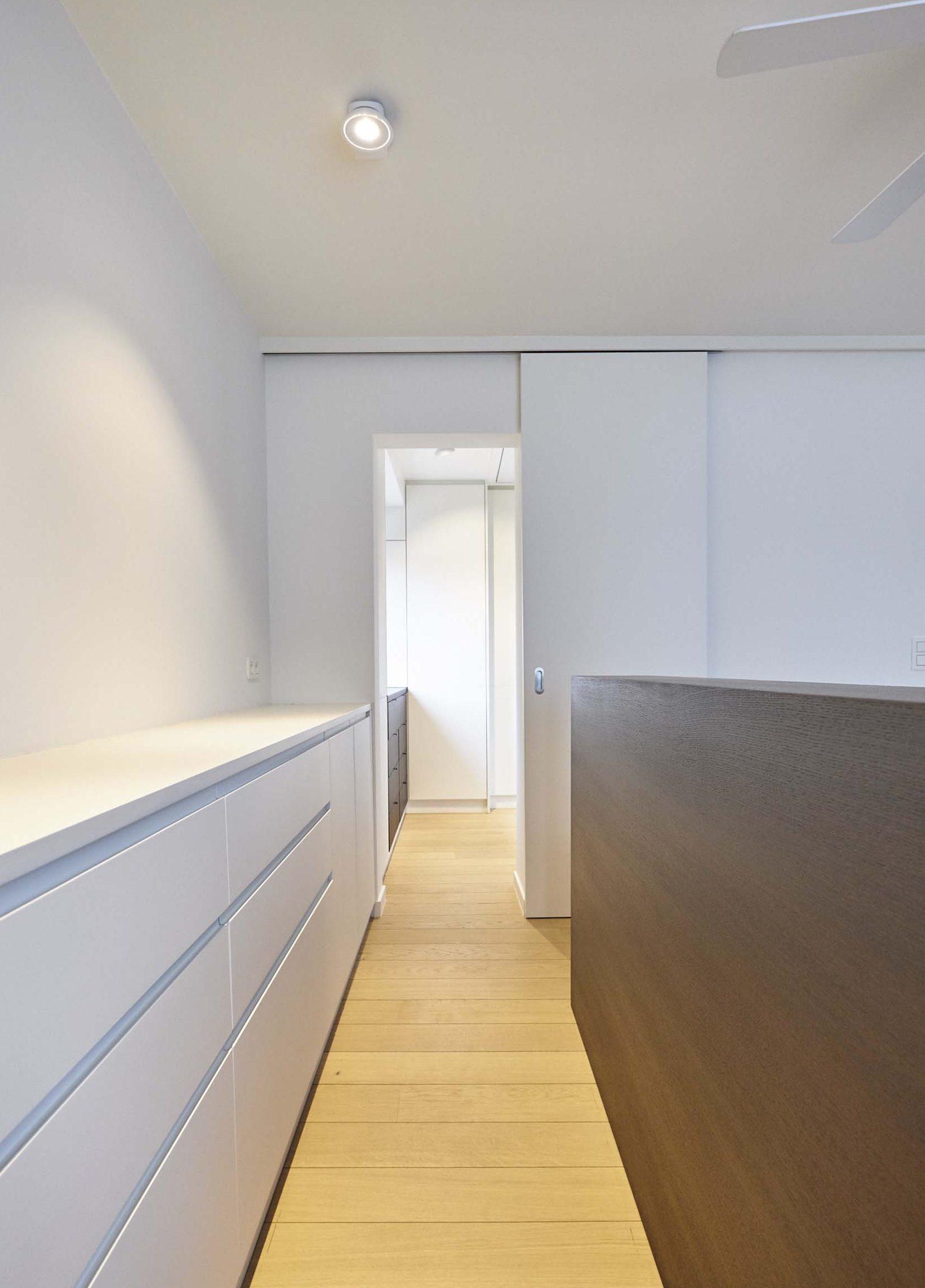 Vanda-projects-interieurinrichting-meubelmakerij-oost-vlaanderen-six-gent-kast