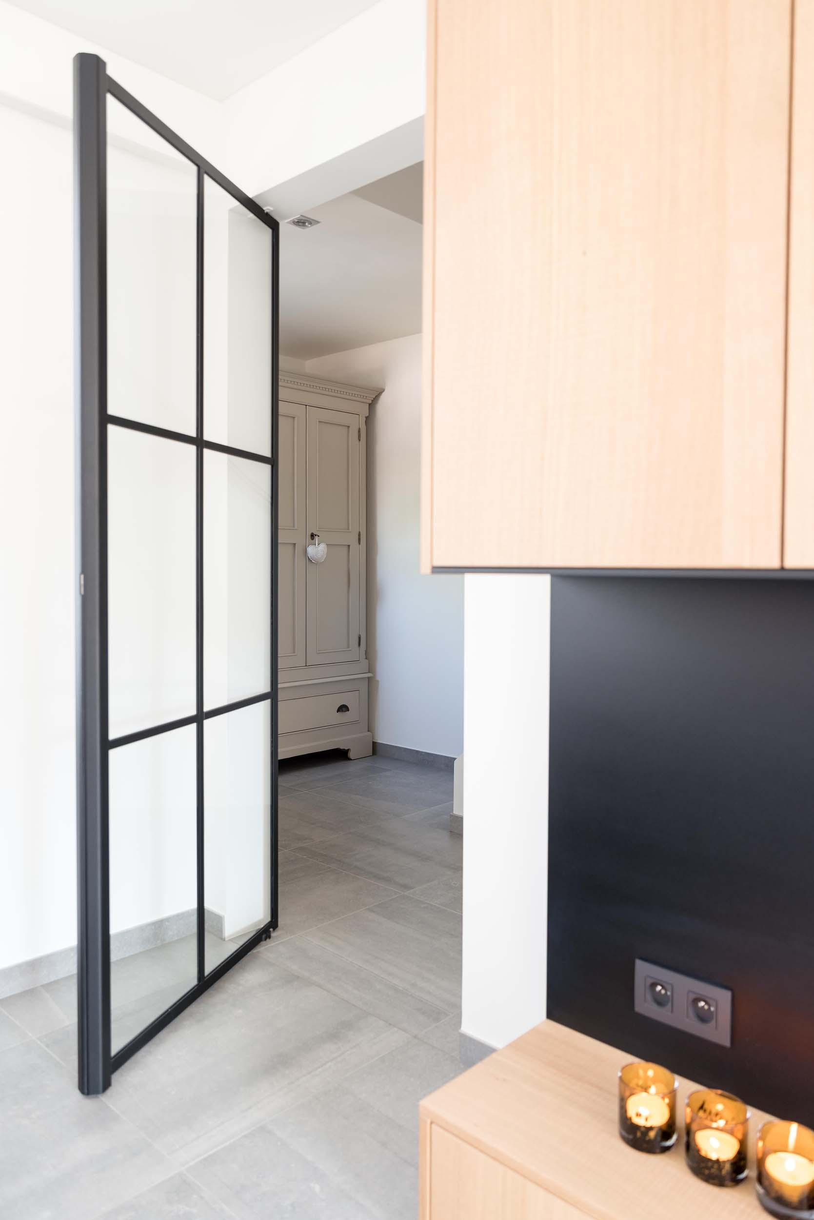 Vanda-projects-interieurinrichting-meubelmakerij-oost-vlaanderen-six-marke-deur