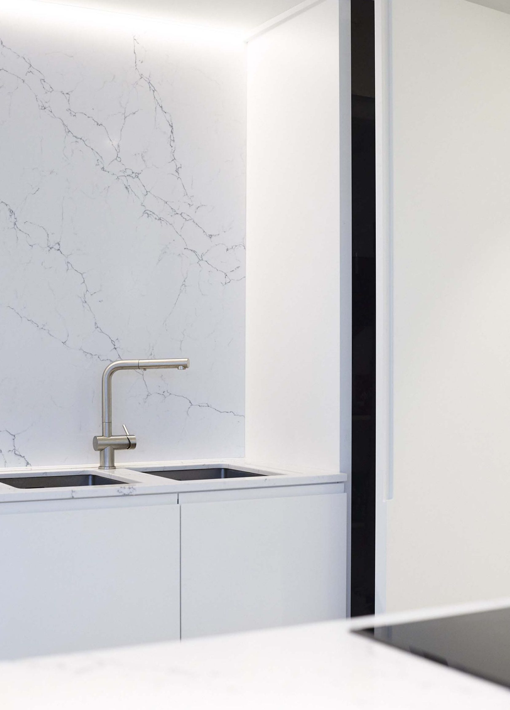 Vanda-projects-interieurinrichting-meubelmakerij-oost-vlaanderen-verstraete-tielt-muur-wit