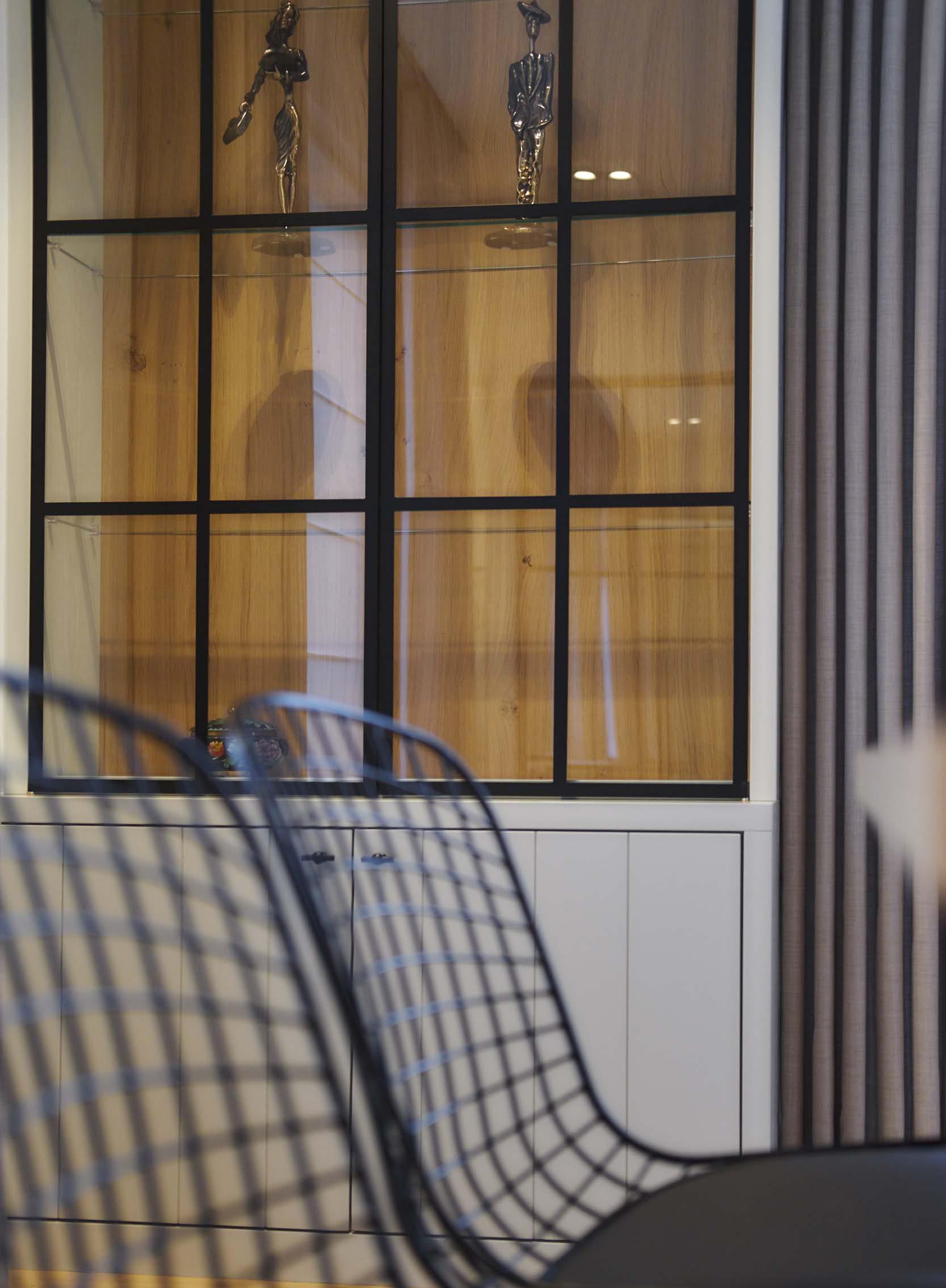Vanda-projects-interieurinrichting-meubelmakerij-oost-vlaanderen-vilez-glazen-kast